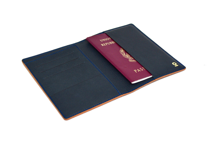 THE PASSPORT HOLDER - COGNAC/BLUE