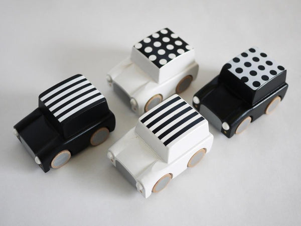 Kiko & GG Karuma Wind Up Car - Stripes / White - Scandibørn