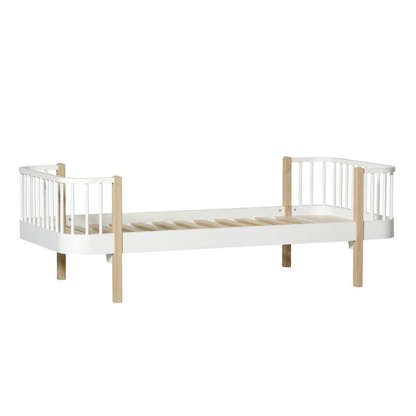 Oliver Furniture - Wood Bed in Oak - Scandibørn