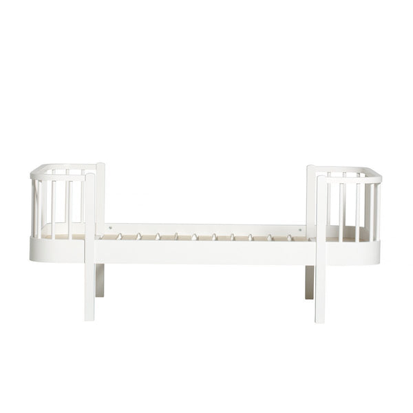 Oliver Furniture - Wood Junior Bed in White - Scandibørn