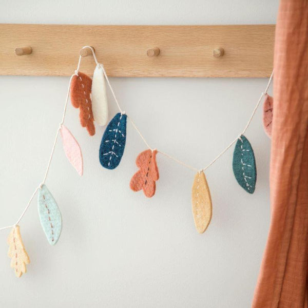 Sebra Felt Garland in Leaves - Scandibørn