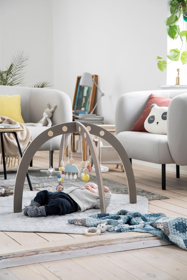 Sebra Red Dot Design Winner - Warm Grey Baby Gym - Scandibørn