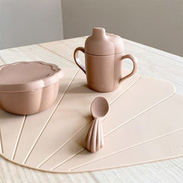 Konges Slojd Silicone Clam Dinnerware Set in Blush