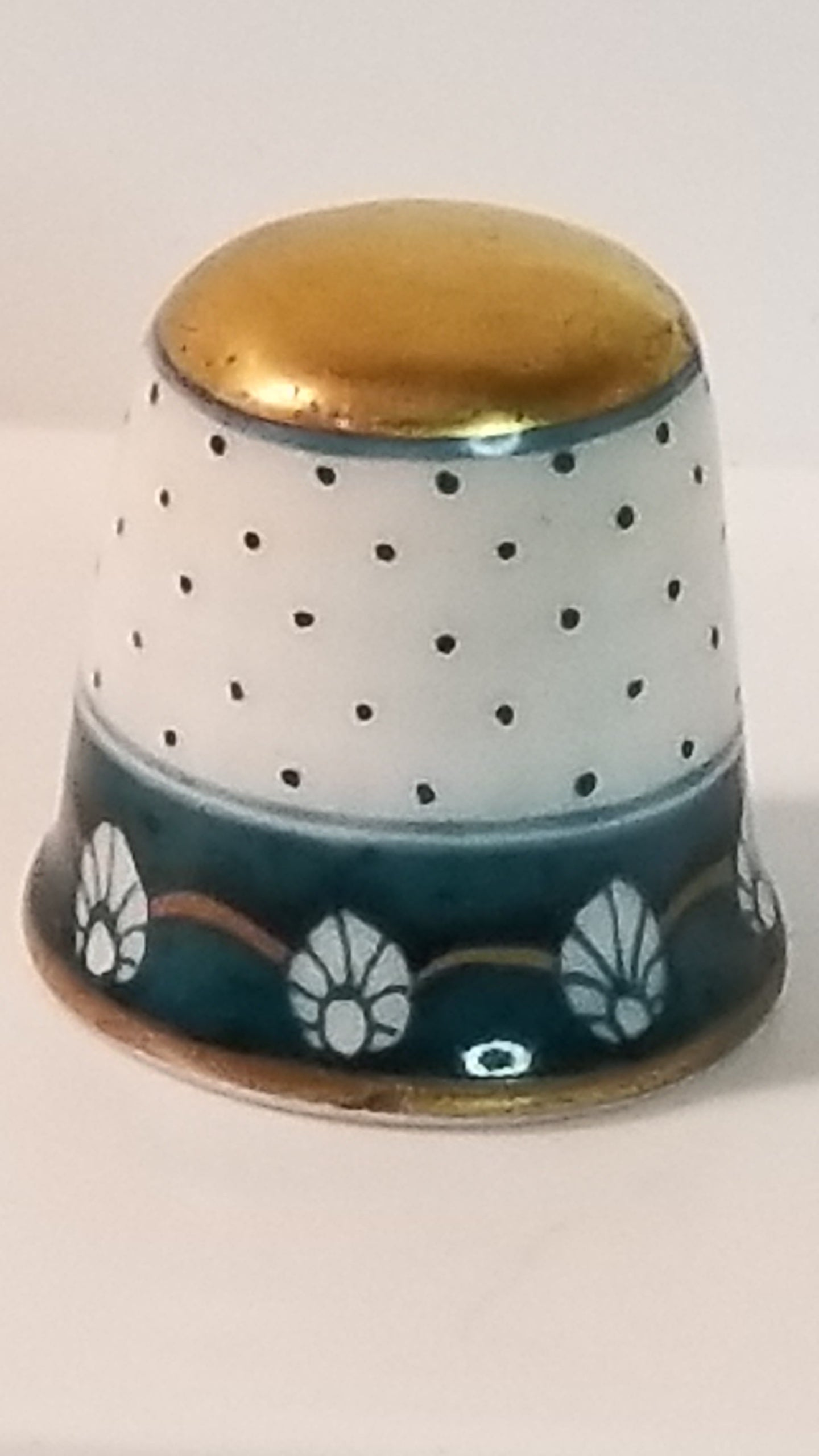 Herend Porcelain Hand Painted Green Dot Shell Thimble Gold Top