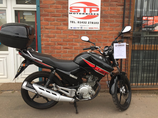 2012 Yamaha YBR125, Black with Topbox and new  MOT and just 20,000 miles