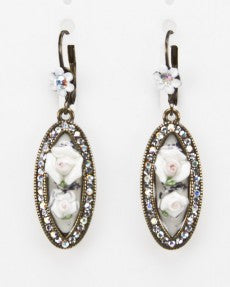 Fashion Flower Earrings In White