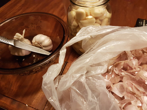 Peeled garlic cloves. Garlic fermented raw honey recipe. Guy health.