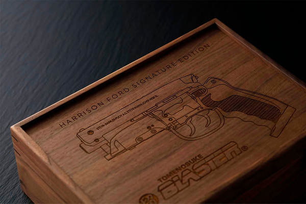 BLADE RUNNER TRADITIONAL JAPANESE WOOD GUN DISPLAY BOX