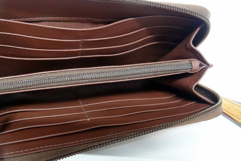 Light tan ostrich skin leather ladies zip around purse open