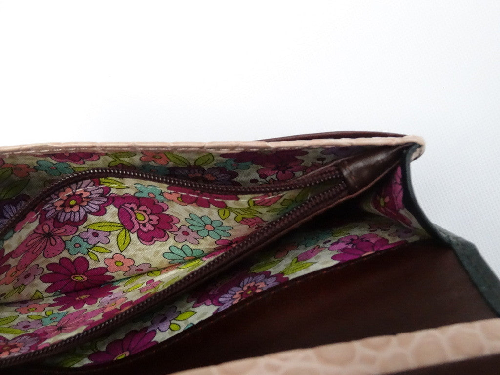 Caitlin  Forest green leather pink infinity knot detail ladies purse showing coin zip section