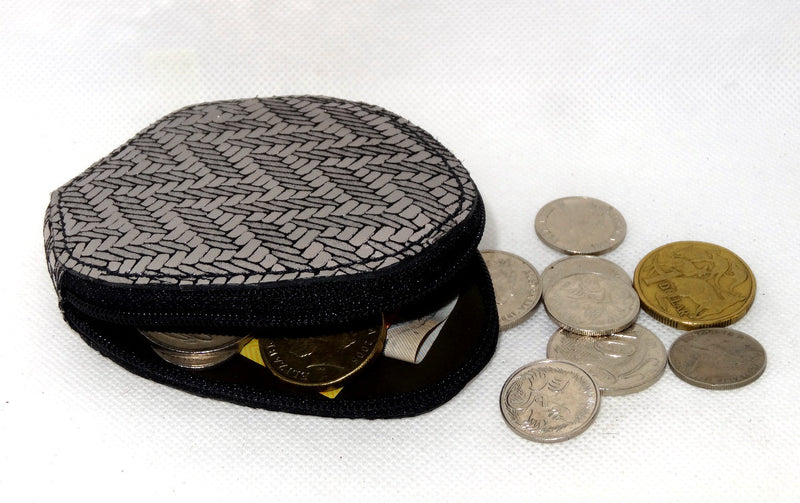 Coin Purse - Snappy leather with zip silver zig zag