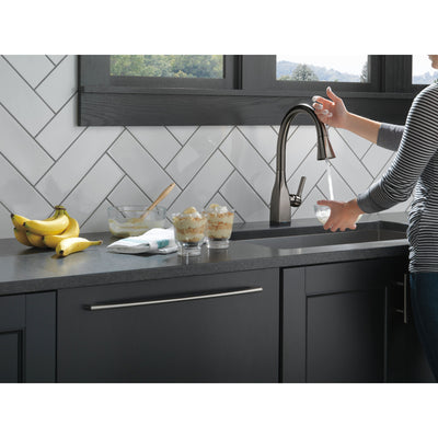 Delta Mateo Black Stainless Steel Finish Single Handle Pull-Down Kitchen Faucet with Touch2O and ShieldSpray Technologies D9183TKSDST