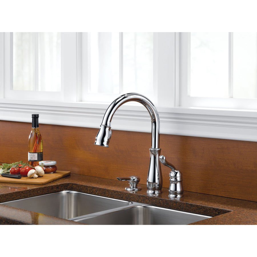 Delta Leland Collection Chrome Finish Single Handle Pull Down Kitchen Sink  Faucet And Soap Dispenser Package