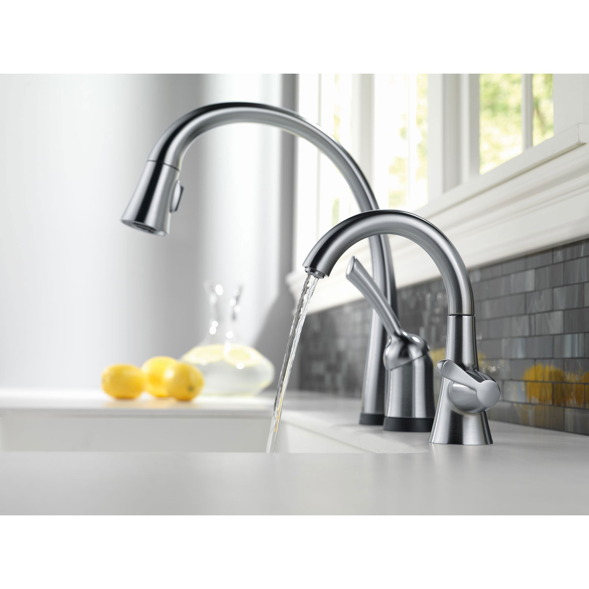 Delta Arctic Stainless Finish Pilar Collection Single Handle Pull Down Kitchen Faucet with Touch2O Technology and Beverage Faucet Package D028CR