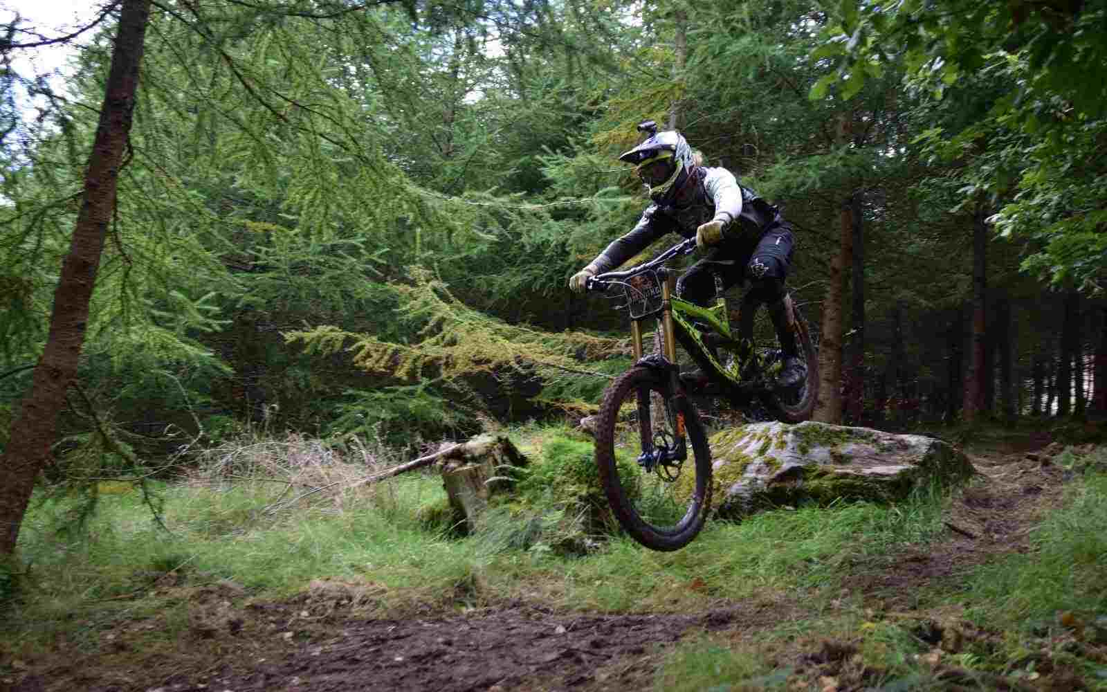 Mountainbiker downhill at Red Bull Hardline 2015 copyright Luke Ryan