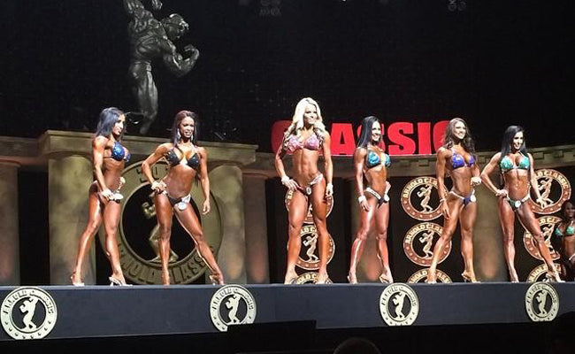 female-bodybuilder-on-stage