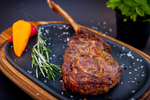 Tomahawk Steak - das archaische Steak (zubereitet) - MySteakShop.de