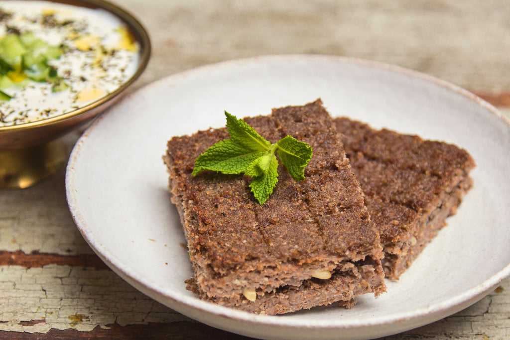 Kibbeh bil sanieh - Kibbeh pie with yogurt dip