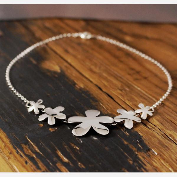Graduated Signature Daisy Flower Necklace - High Polished Silver - Silver Rolo Chain