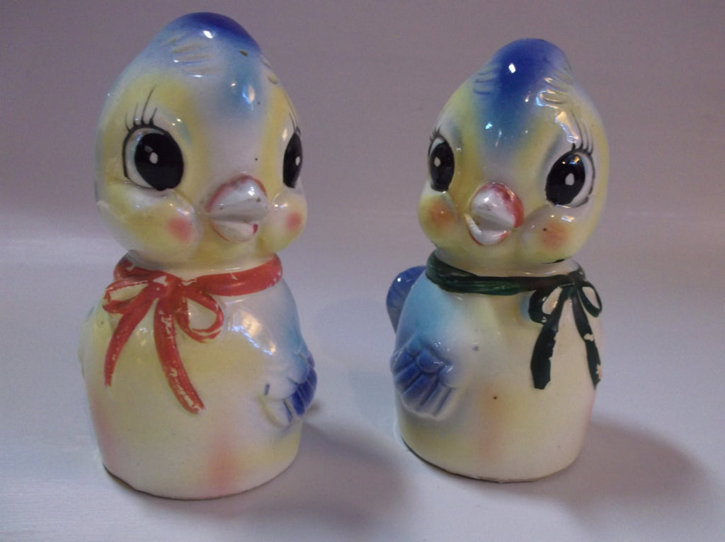 Cute Vintage Anthropomorphic Set of Salt and Peeper Chicks Shakers with  metal bottoms epsteam