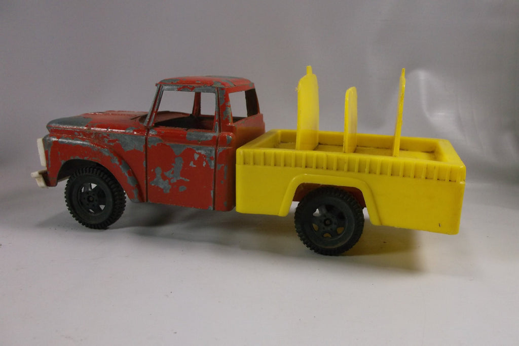 Vintage Tootsie Toy Ford Truck.epsteam