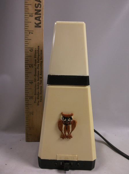 Vintage Folding Articulated 1950s Well-Lite Pyramid Desk Light Made in Hong Kong.epsteam