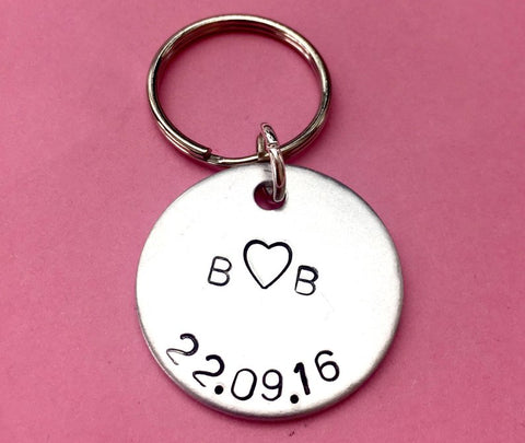 Personalised Initials and date Gift Keychain, Couples Initial Keychain- Perfect Gift for Boyfriend/Girlfriend