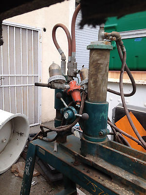 GREEN UNKNOWN MACHINERY UNIT AIR PRESS (R)