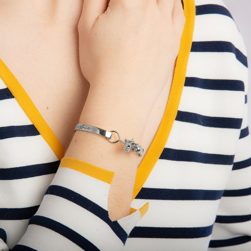 Disney_Couture_Kingdom_Winnie_the_Pooh_Jewellery_Friendship_white_gold_Bangle_on_Model_Clasp_View