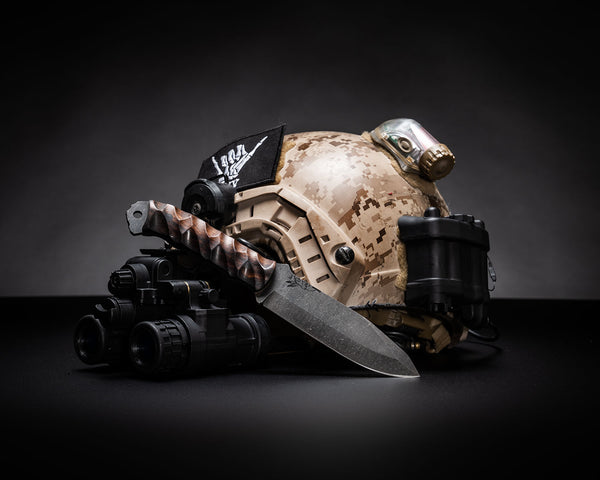 Disaster breacher, desert ironwood textured grip, carbon fiber pins, open tang