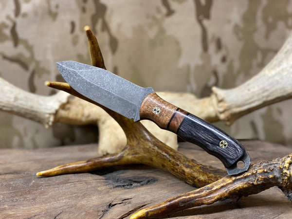 Disaster Jr blade, Honduran Mahogany split, dark maple burlwood center, charcoal dymalux, black g10 liners, brass mosaic pins,