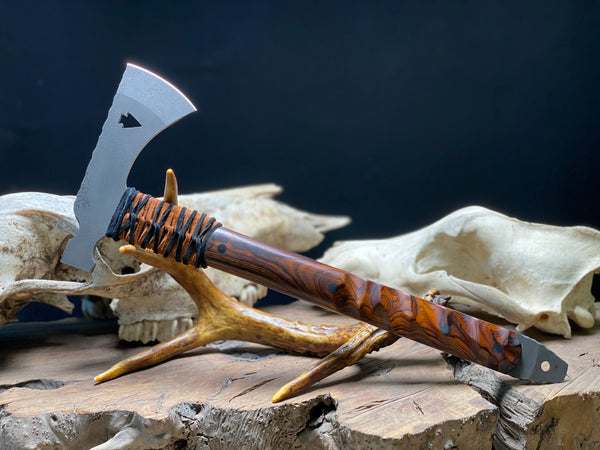 Arrowhead hatchet/hawk, desert ironwood with smooth and chaos grip, black CF pins, open tang