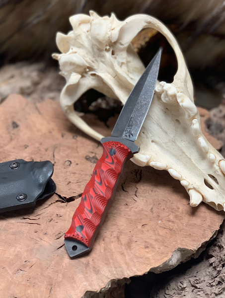 Combat dagger, black and red layered G10 chaos grip, carbon fiber pins,