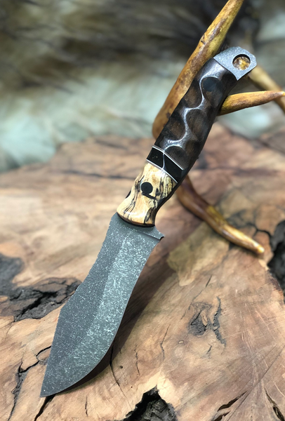 Hunter skinner blade, spalted tamarind wood bolster, onyx with gold web, African blackwood, brown and white G10 liners, CF pins,