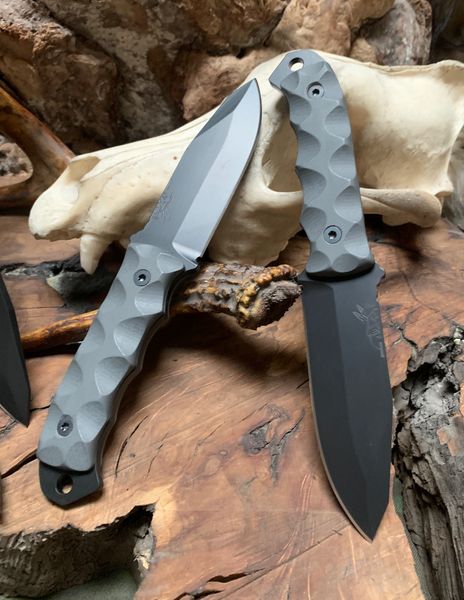 Disaster jr blade, black cerakote, MAS grey G10 textured grip, black allen bolts,