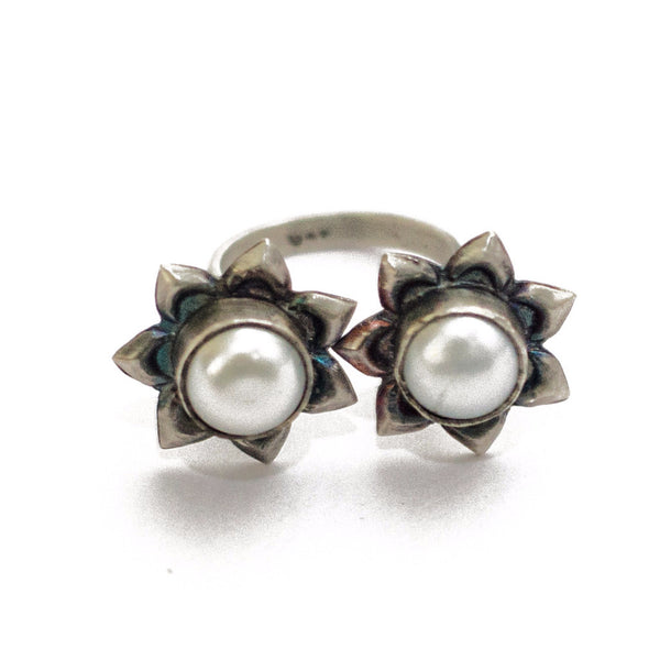 Pearl Twinhead Ring - Quirksmith