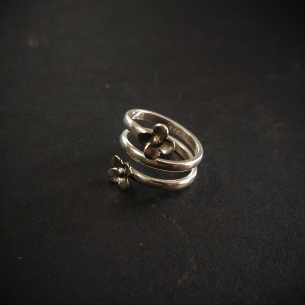 Tiny Flower Toe Ring