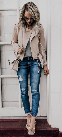 ! A Favorite Blue Skinny Distressed Jean