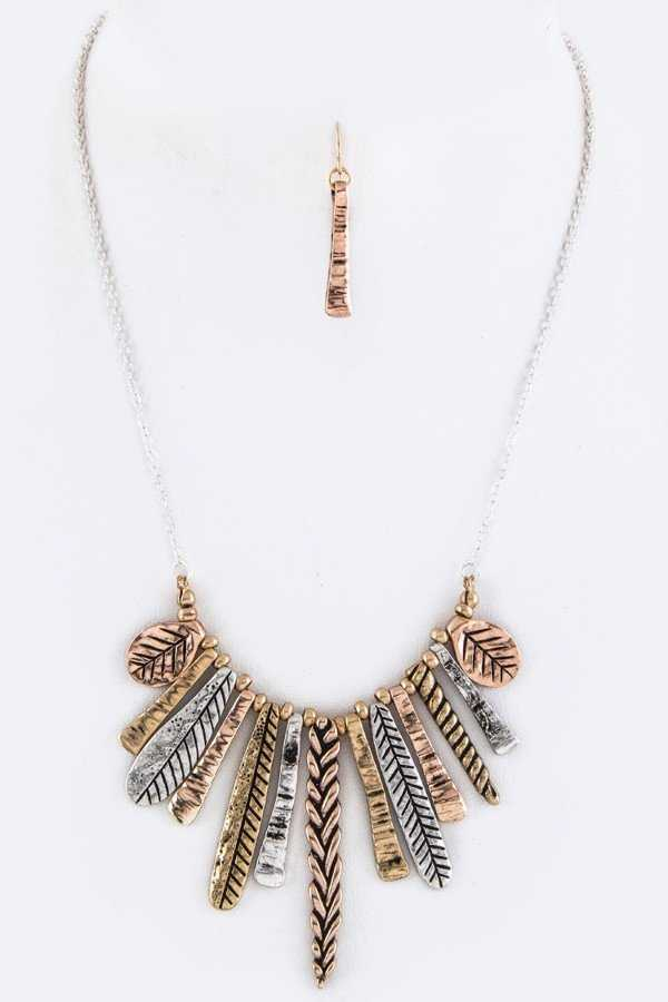 Textured Bar Iconic Necklace Set