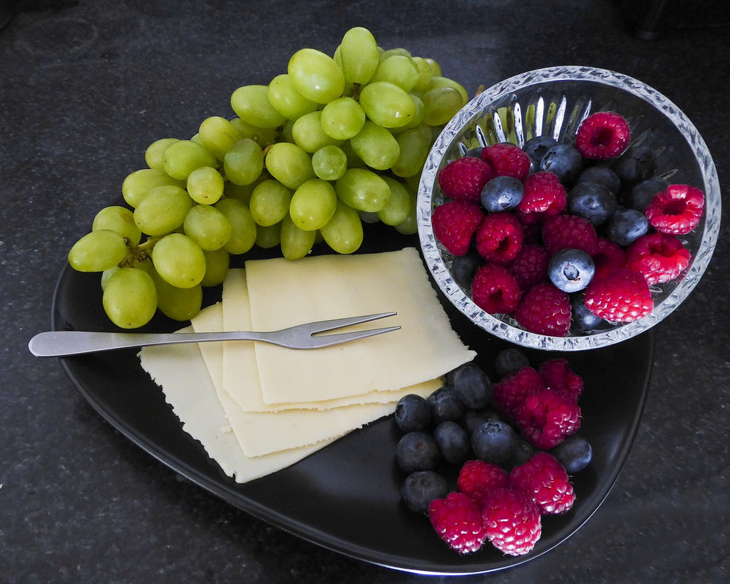 Super detoxifying raspberries and grapes