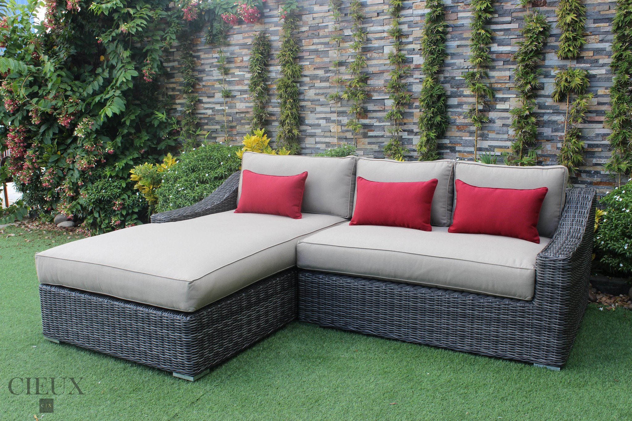 Marseille Sectional With Chaise