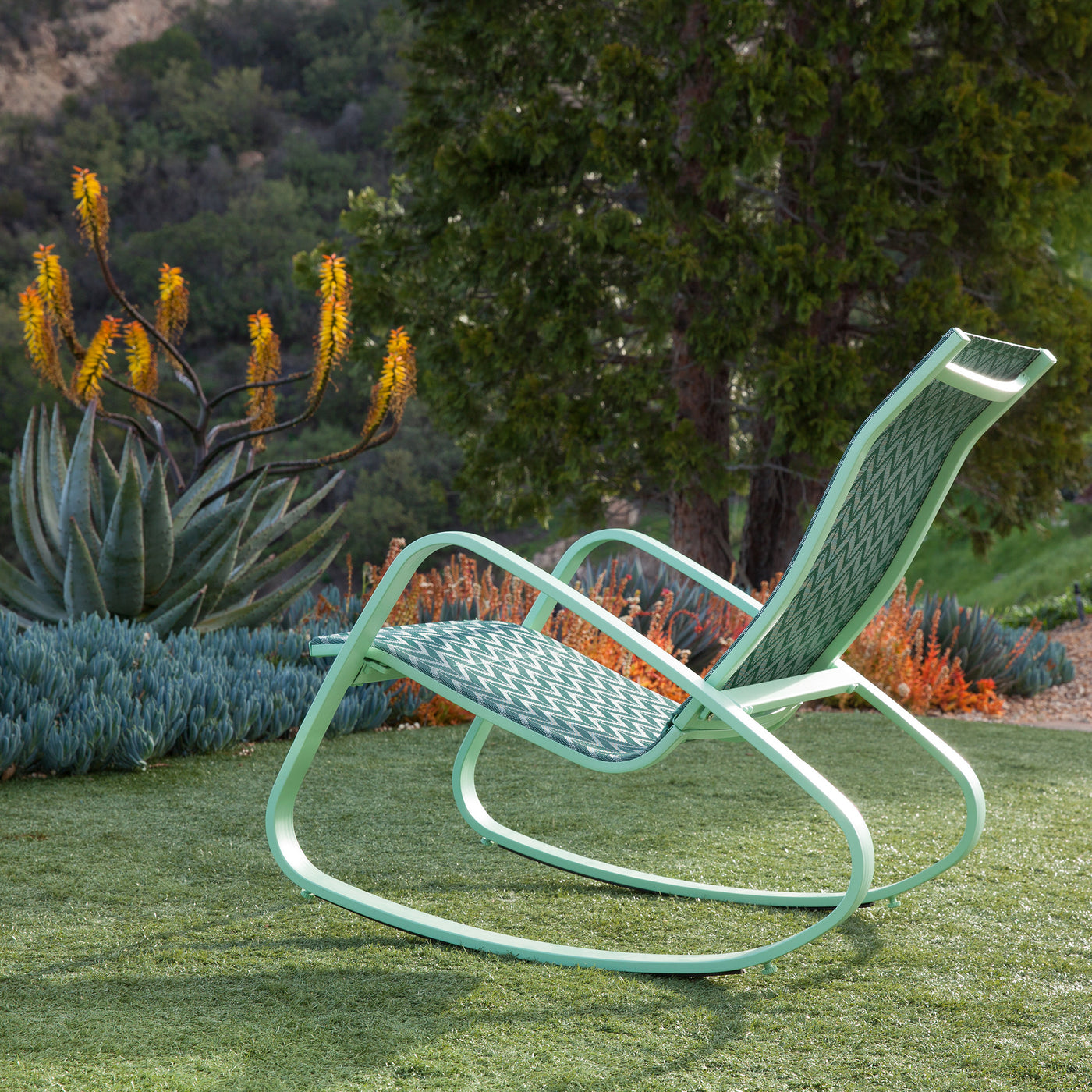 Eero Aluminum Outdoor Sling Rocking Chair (Green/Chevron)