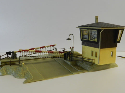 Faller B-175 HO Scale Level with Signal Box and Eletric Gates