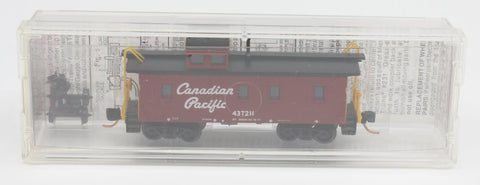 MicroTrains 437211 34' Wood Sheathed Caboose w/ Stright Cupola Canadian Pacific
