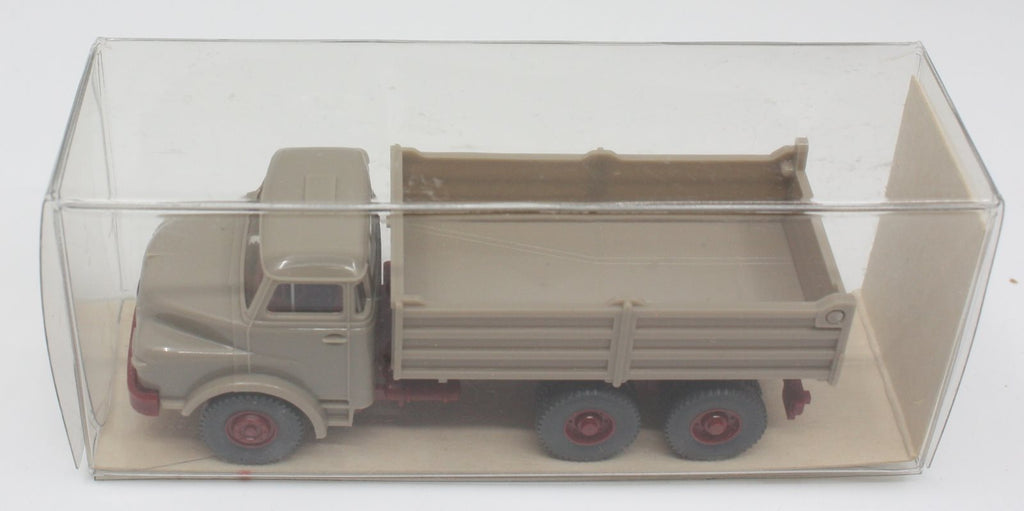 Wiking 6730118 HO Taupe Man Flat Tipper Truck