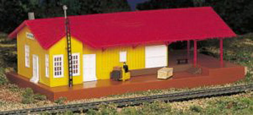 Bachmann 46216 HO Freighthouse w/Light Operating Accessories