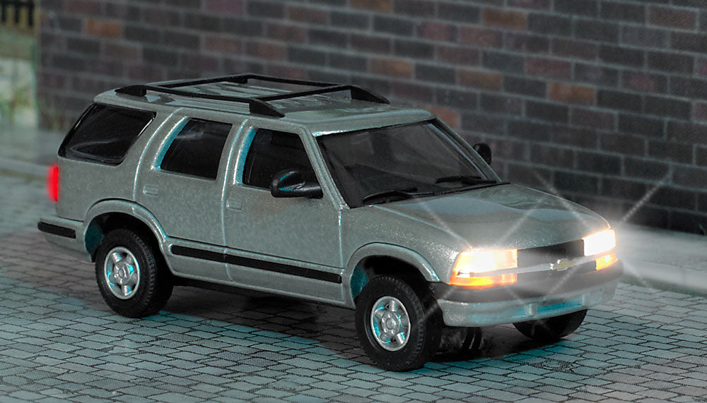 Busch 5658 1:87 HO Chevy Blazer w/Lights