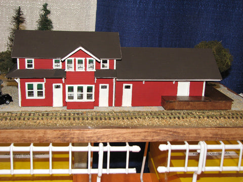 Alpine Division Scale Models 7002 Comb town depot - gray