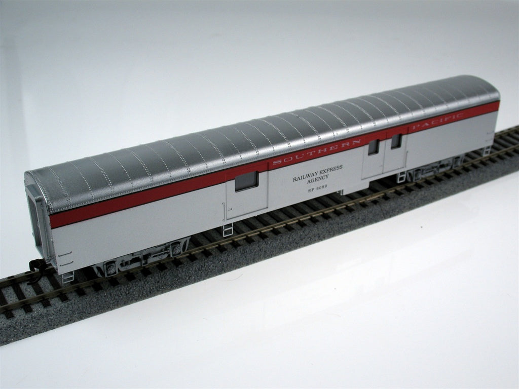 Con-Cor 11038 72' Smooth-Side Baggage - Ready to Run