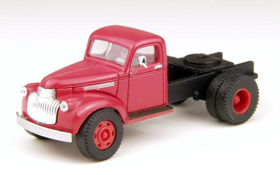 Classic Metal Works 31154 HO 1941-1946 Chevrolet 2-Axle Semi Tractor - Swift's (Red)